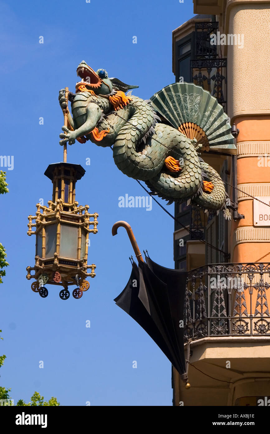 Barcelona ramblas art deco dragon with laterne umbrella - Art deco barcelona ...