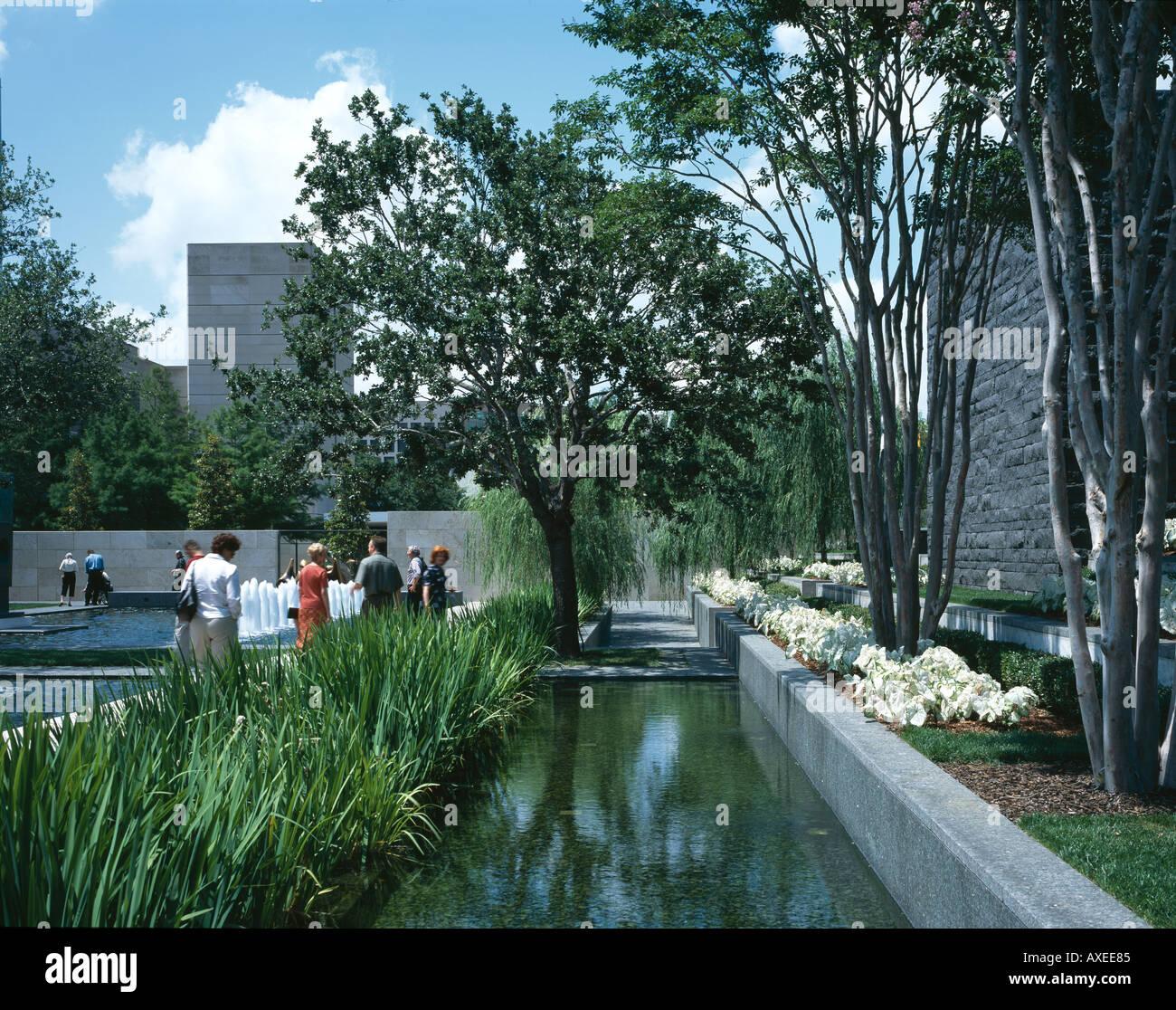 Nasher Sculpture Center, Dallas, Texas. Garden. Architect: Renzo Piano  Building Workshop