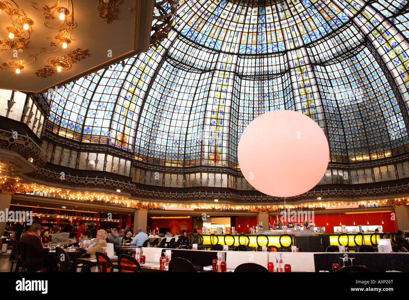 The dome at printemps department store restaurant paris for Showroom cuisine paris