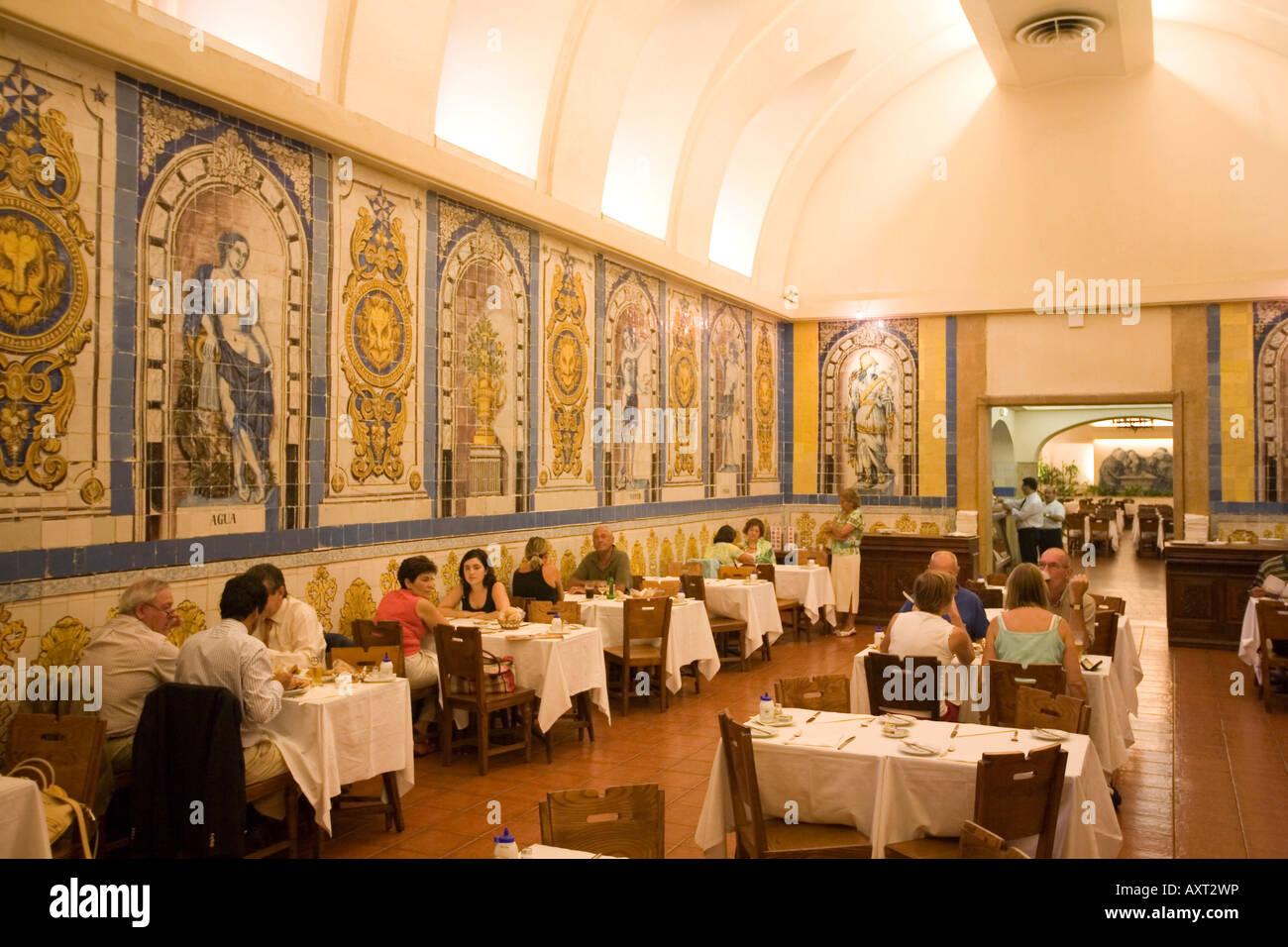 Portugal lisbon la cervejaria da trindade barrio alto beer for Restaurante azulejos