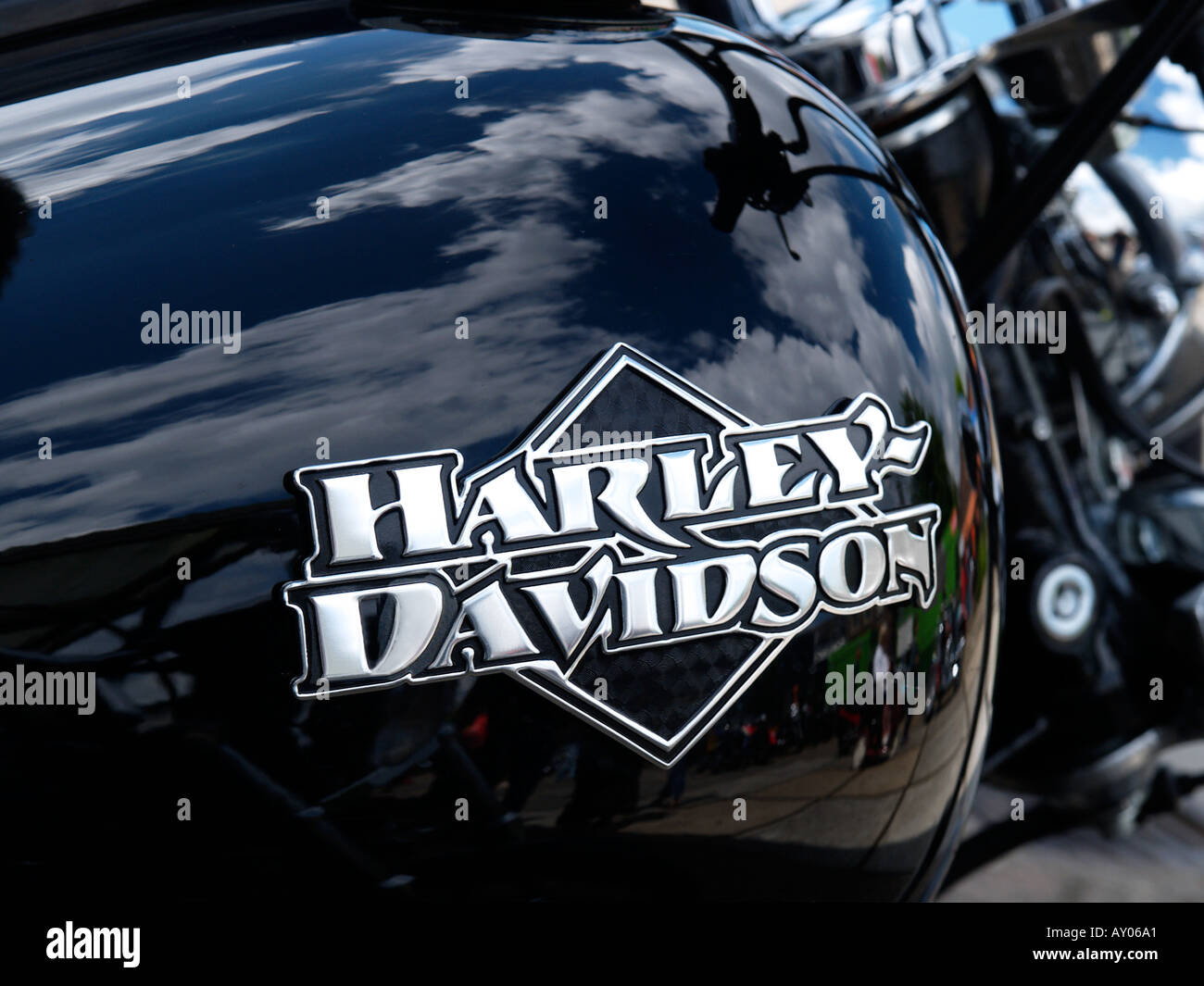 nice custom chrome harley davidson gas tank logo on a. Black Bedroom Furniture Sets. Home Design Ideas