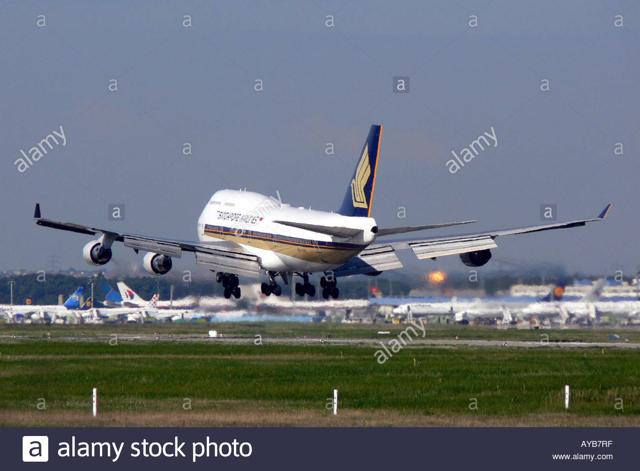 Singapore airlines boeing 747 400 jumbo jet stock photo for Singapore airlines sito italiano