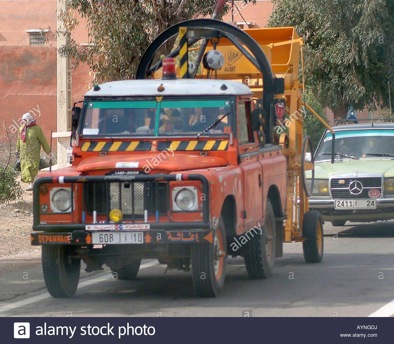 Tow Truck Land Rover Red Mechanic Garage Repair Vehicle