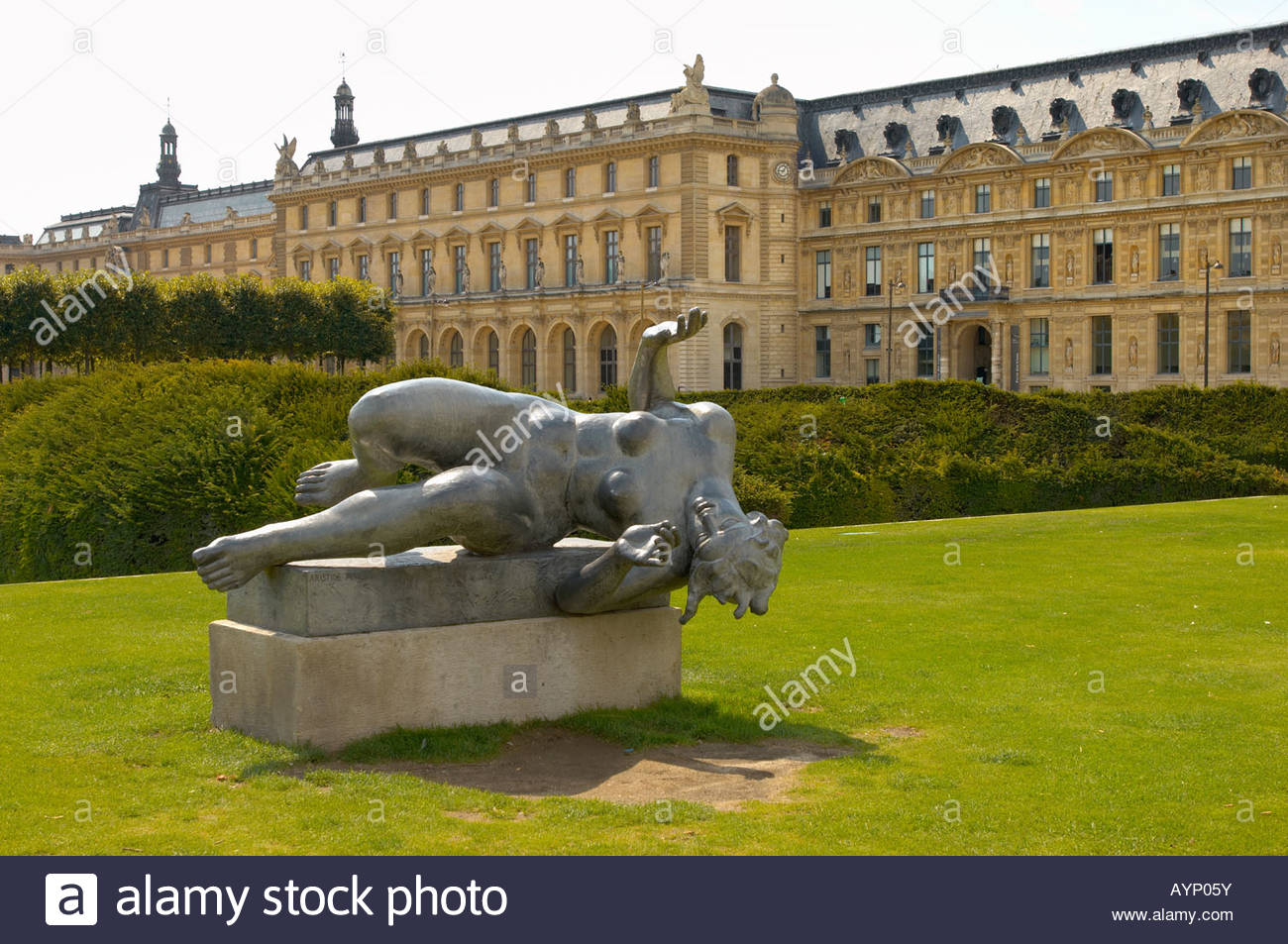 Bronze statue in the louvre gardens paris france jardin for France jardin