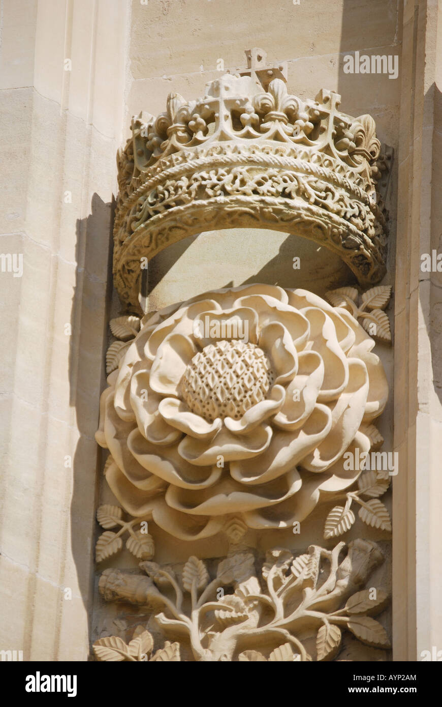 Carved Stone Crown : Crown and tudor rose carving king s college chapel