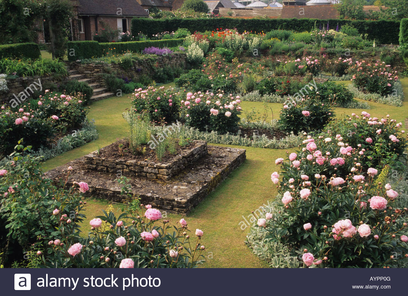Gertrude Jekyll Gardens >> The Manor House Upton Grey Hampshire sunken garden Gertrude Jekyll Stock Photo, Royalty Free ...