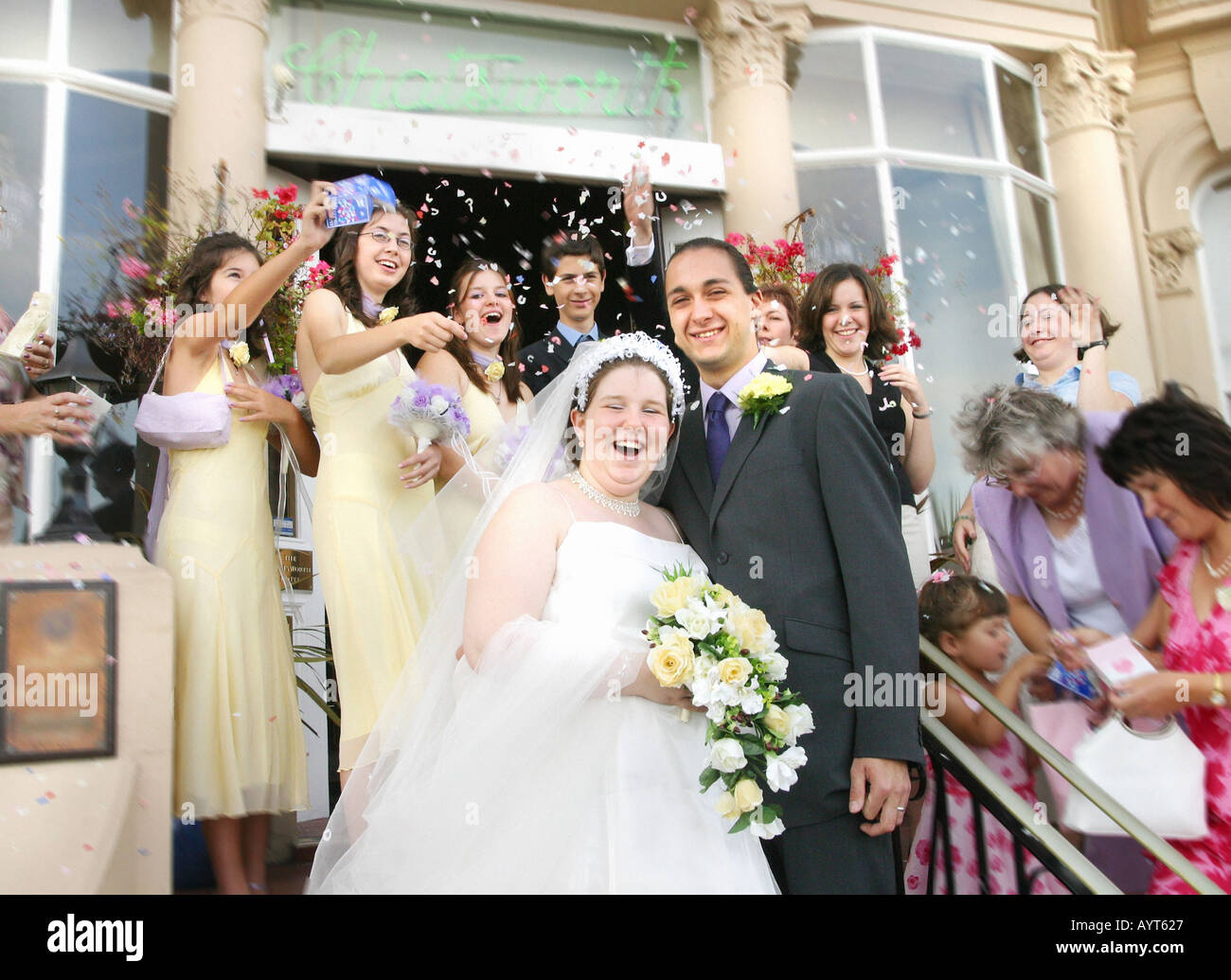 Wedding group confetti marriage couple happy common people for Unique wedding registry sites