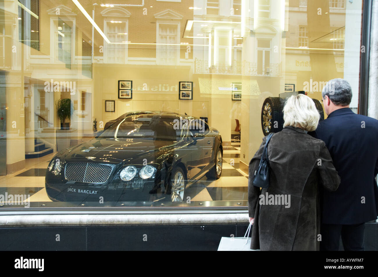 Window Shopping For Rolls Royce Luxury Cars In Mayfair London Uk