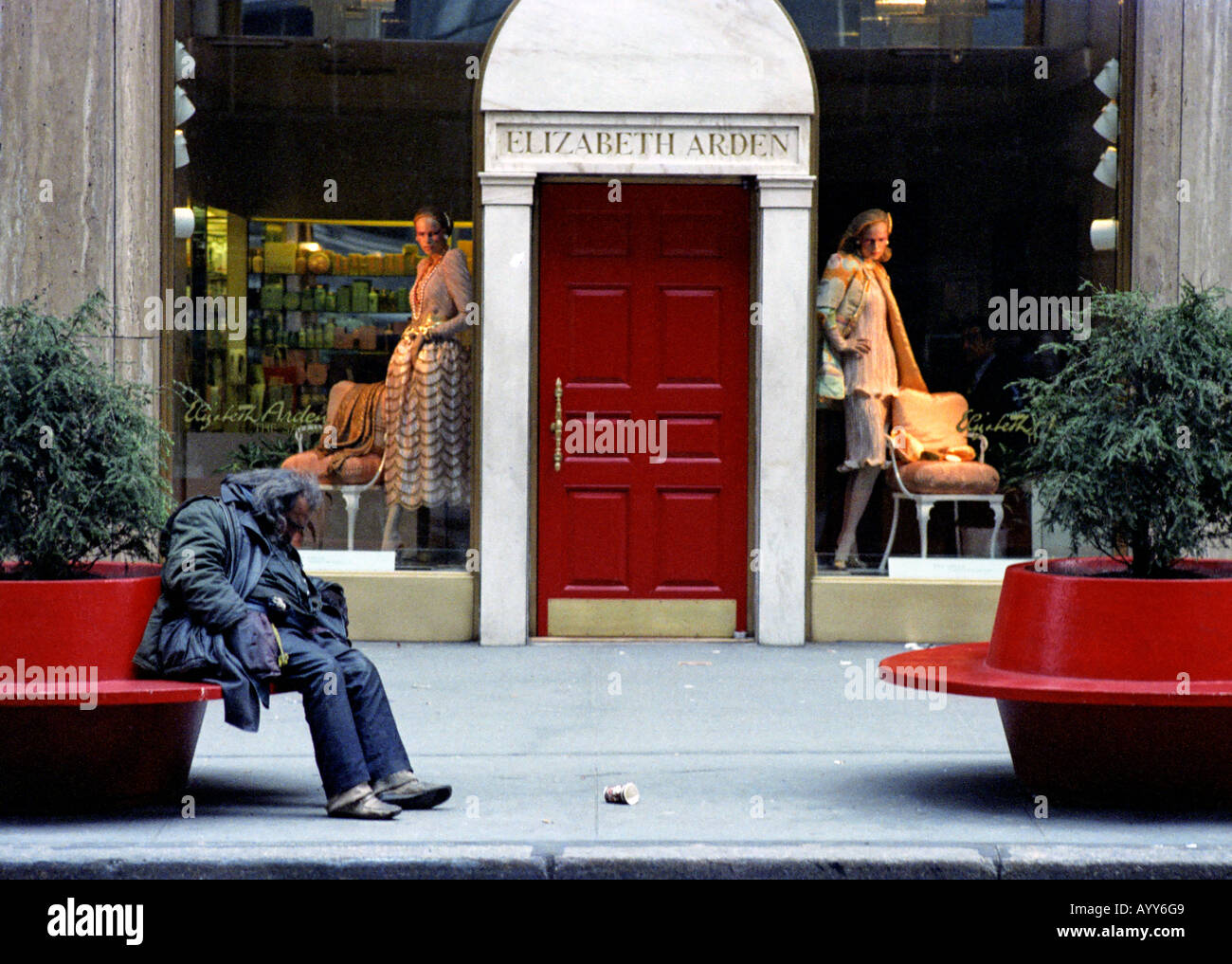 Rich Poor Contrast Usa Stock Photos & Rich Poor Contrast Usa Stock ...