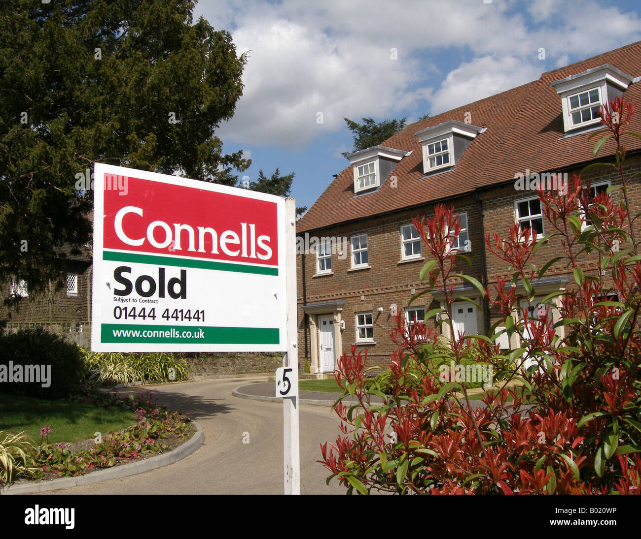 Estate agents sold sign outside modern house ardingly for Modern house estate agents