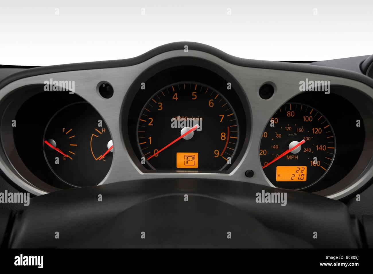 2008 nissan 350z enthusiast in gray speedometer tachometer