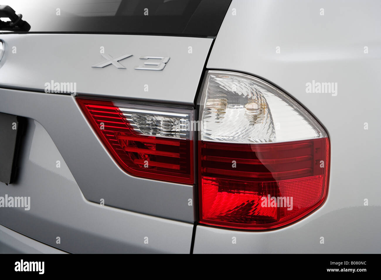 2008 bmw x3 3 0si in gray tail light