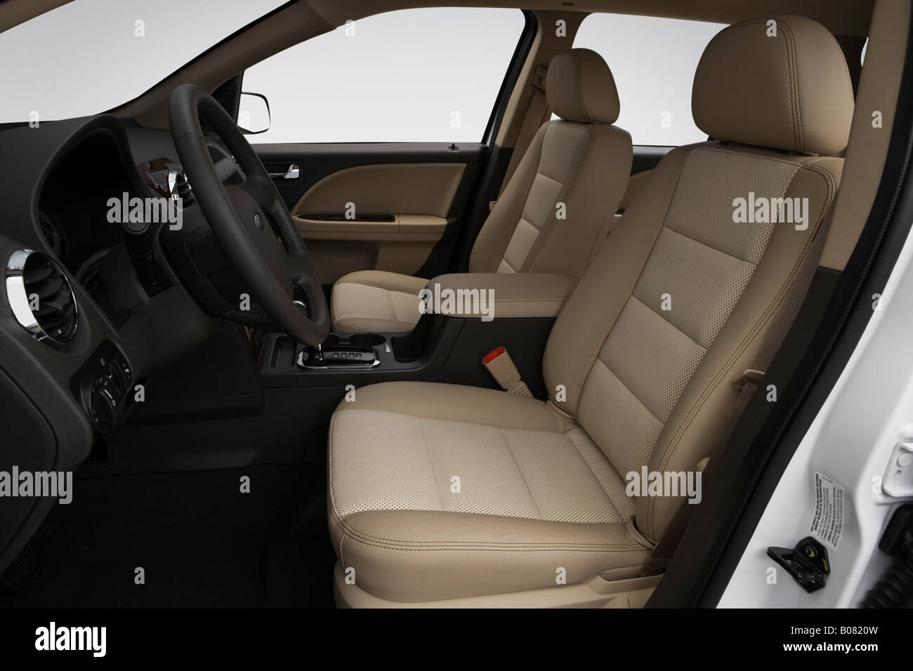 2008 ford taurus x eddie bauer in white front seats stock image
