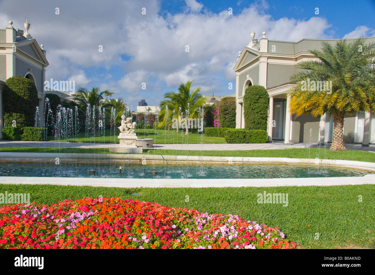 Decorative pool and gardens in a shopping center in Palm Beach Stock ...