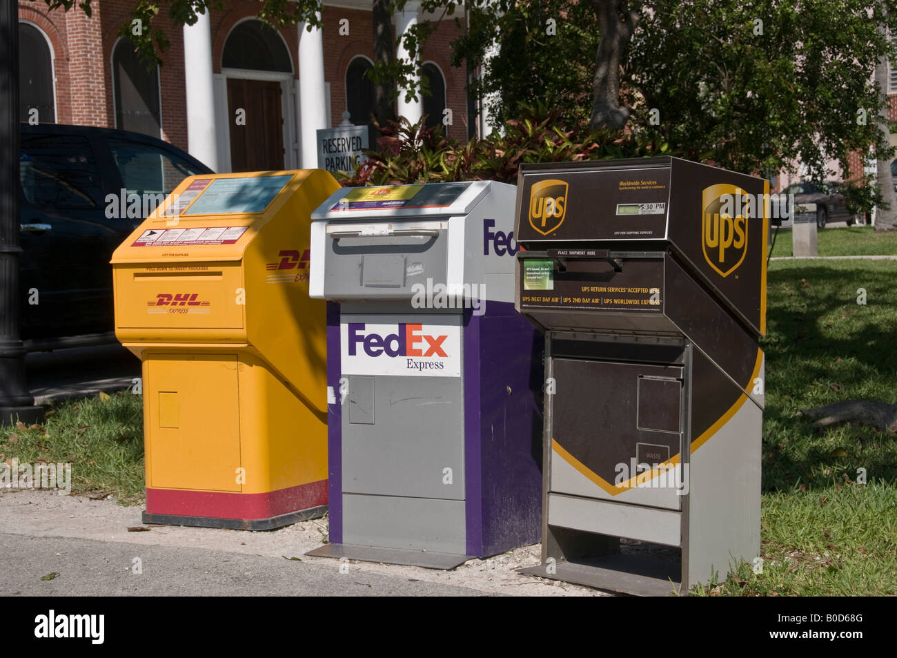 Cost of color printing at fedex - Drop Off Boxes For Dhl Fedex And Ups Next To Each Other In Key West Download Image Fe Fedex Color Printing Cost
