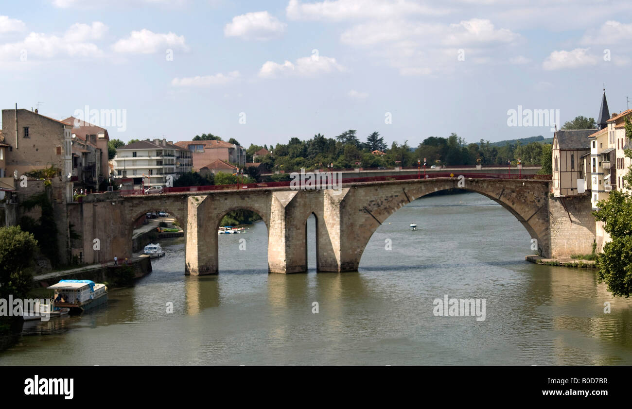 Bridge at villeneuve sur lot pont des cieutat stock photo for Chambre de commerce villeneuve sur lot