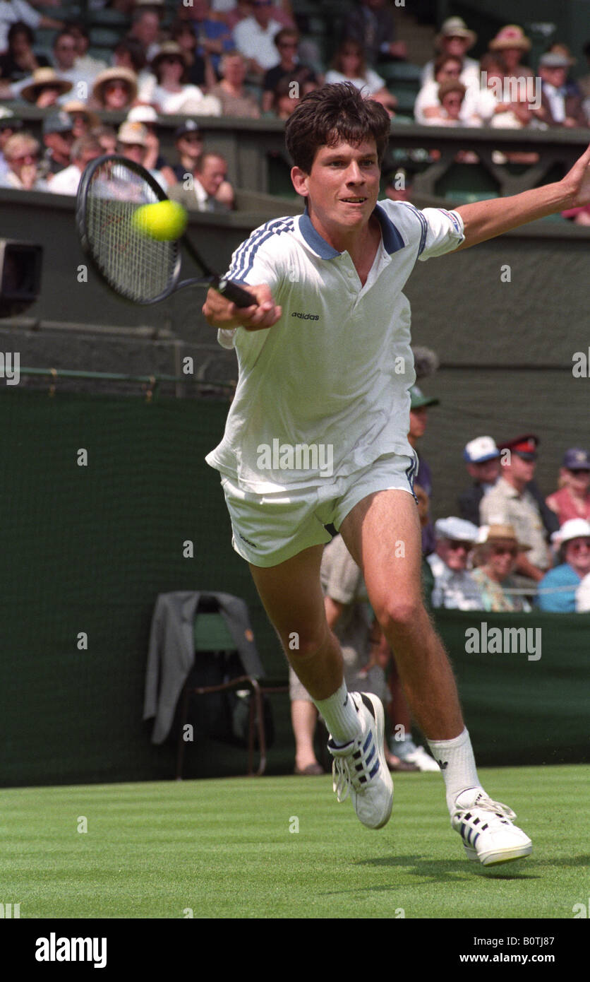 Tim Henman on his way to victory against Yevgeny Kafelnikov at