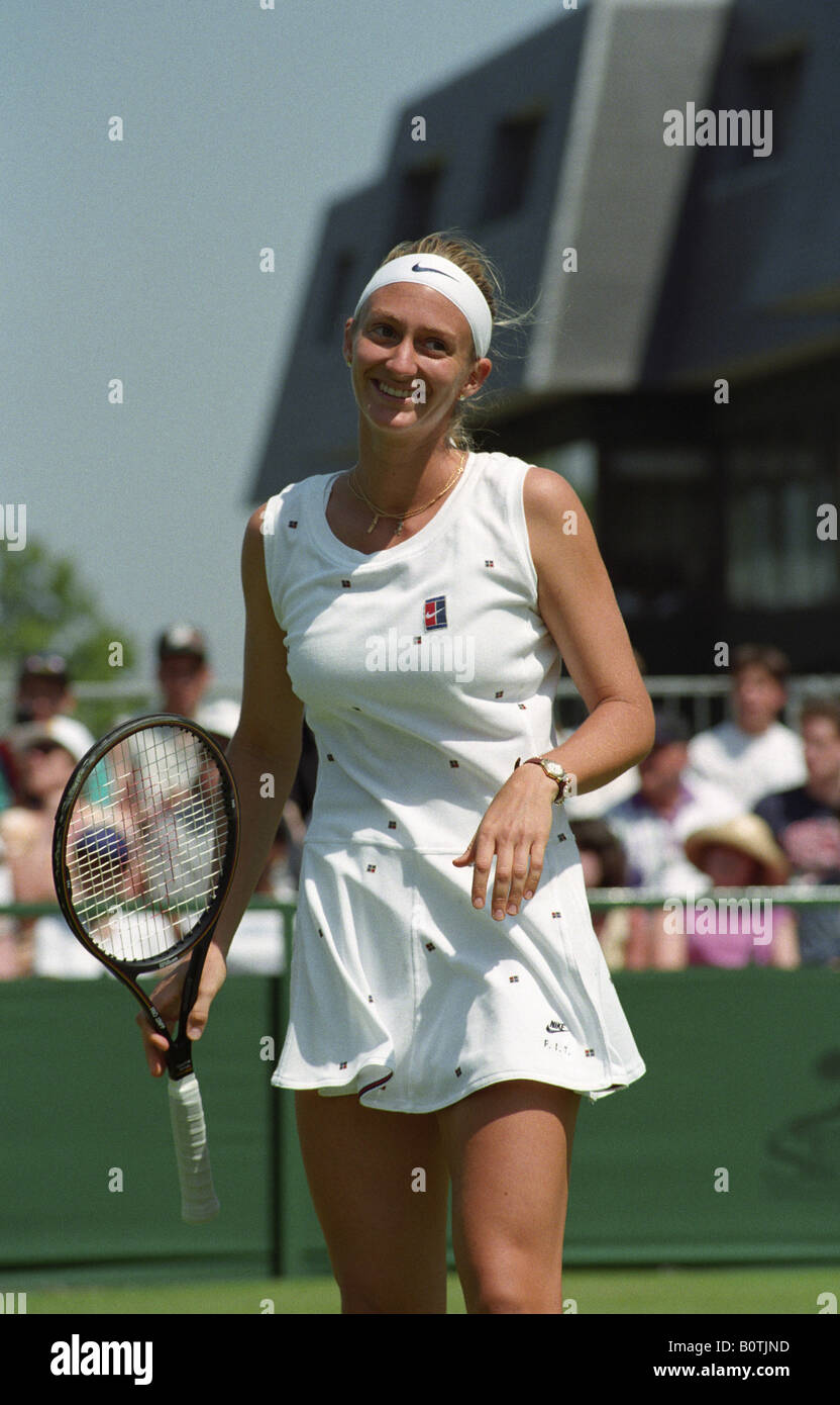 Mary Pierce on court 14 at Wimbledon in 1995 Stock Royalty