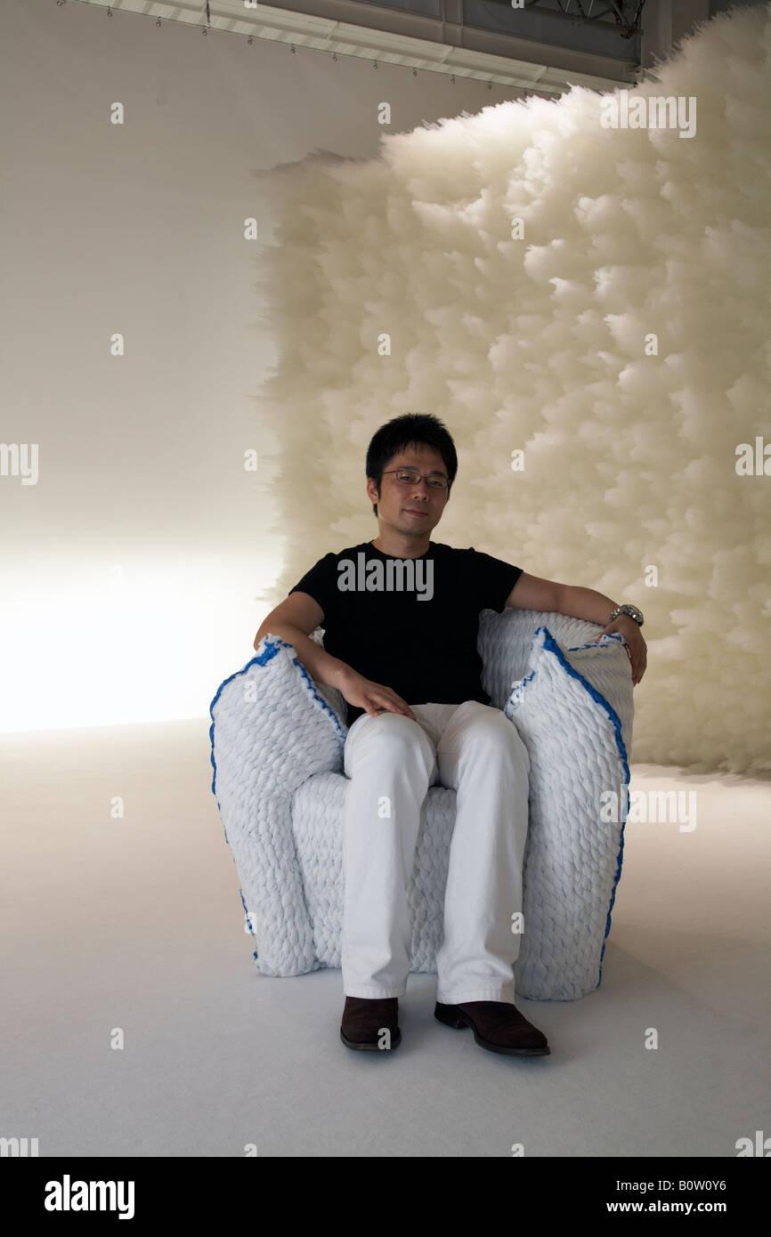 Tokujin yoshioka with panna chair in moroso showroom at for Tokujin yoshioka