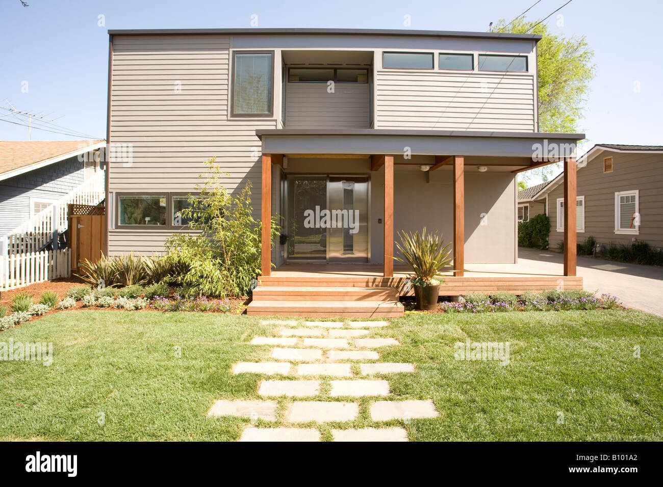 Dwell magazine nexthouse in mountain view ca a modern for Dwell modular homes
