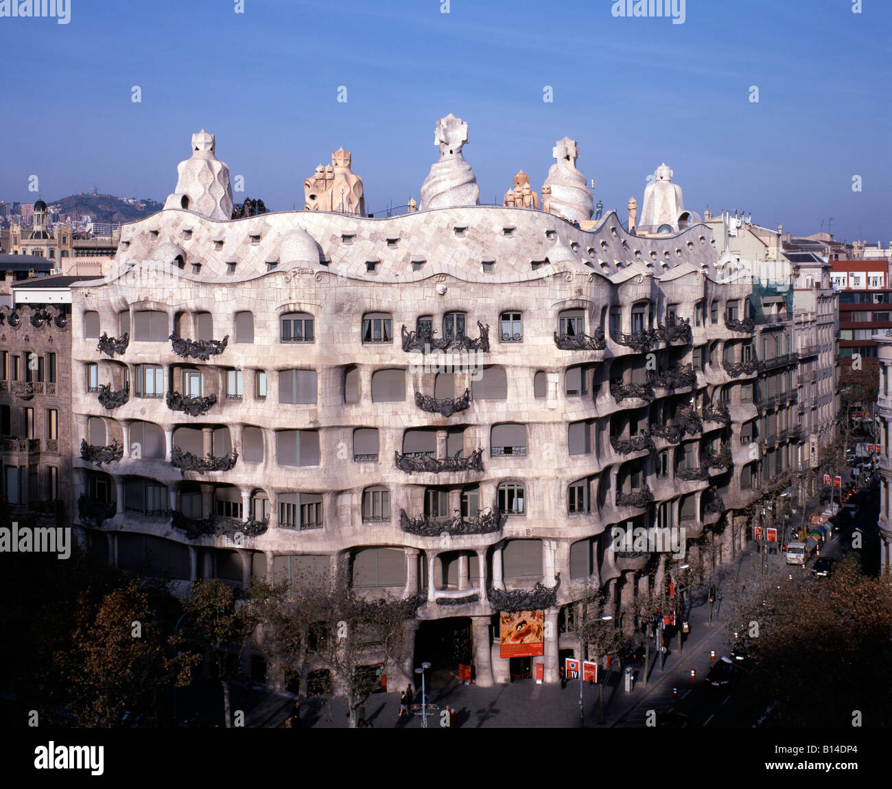 Barcelona casa mila la pedrera fassade architekt antonio gaudi stock photo royalty free - Architekt barcelona ...