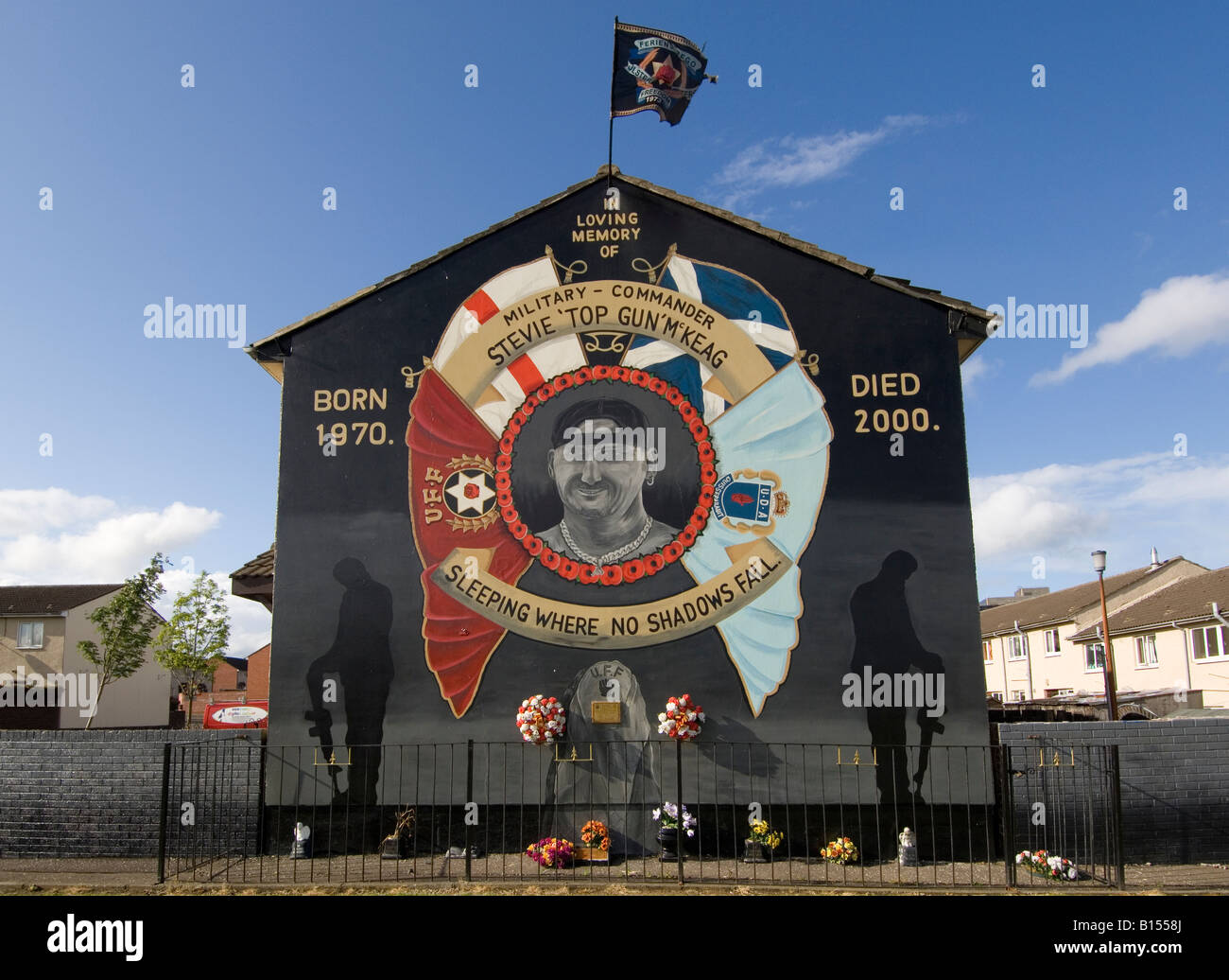 Loyalist sectarian murals shankill road belfast northern for Mural in belfast