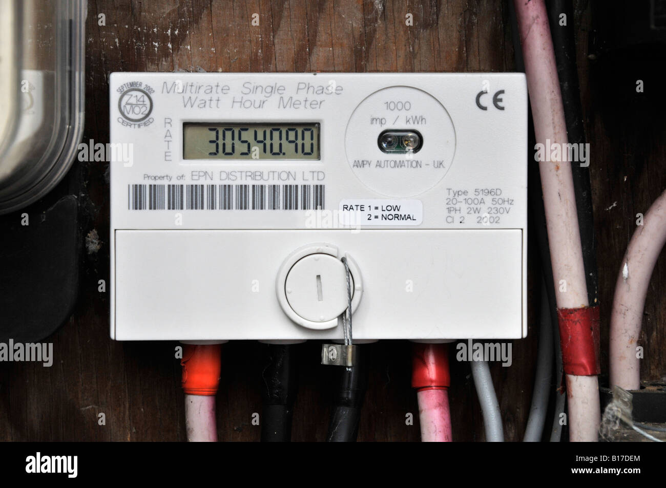 domestic electricity meter capable of recording dual rate economy B17DEM meter cupboard stock photos & meter cupboard stock images alamy economy 7 fuse box at n-0.co
