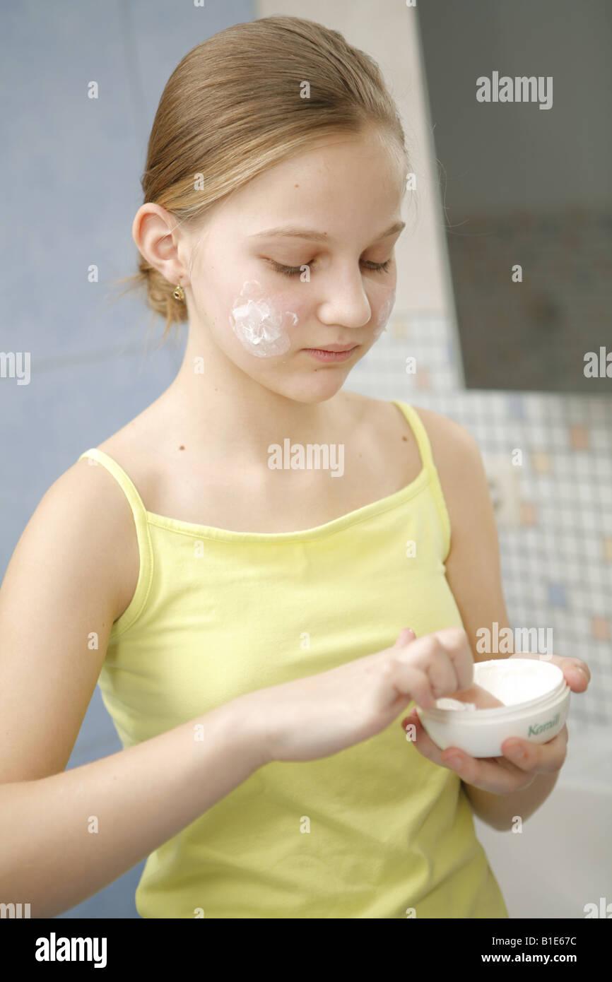 Face Creaming 79