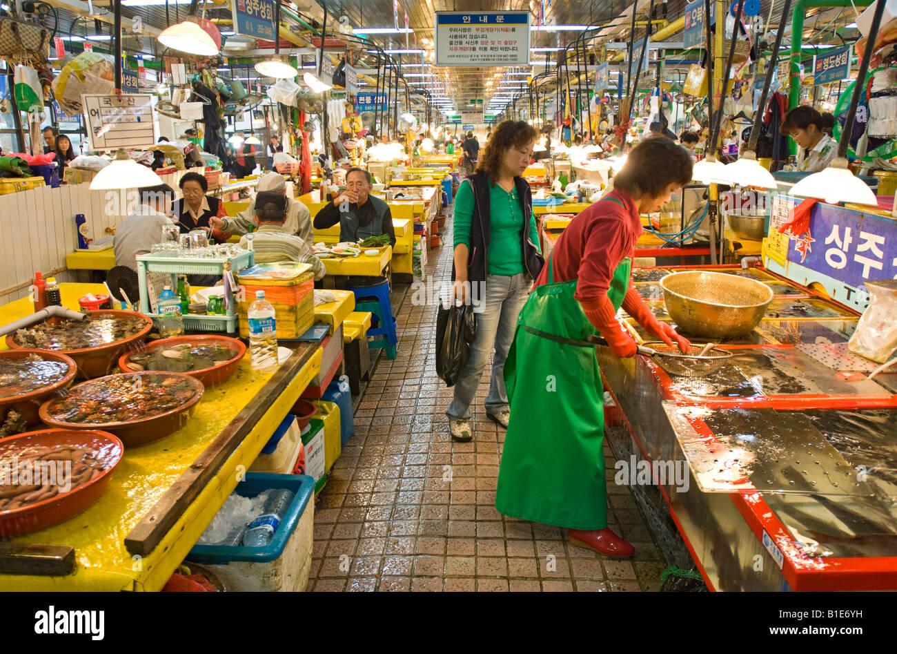 Jagalchi fish market restaurant area nampodong busan for Fish market restaurant