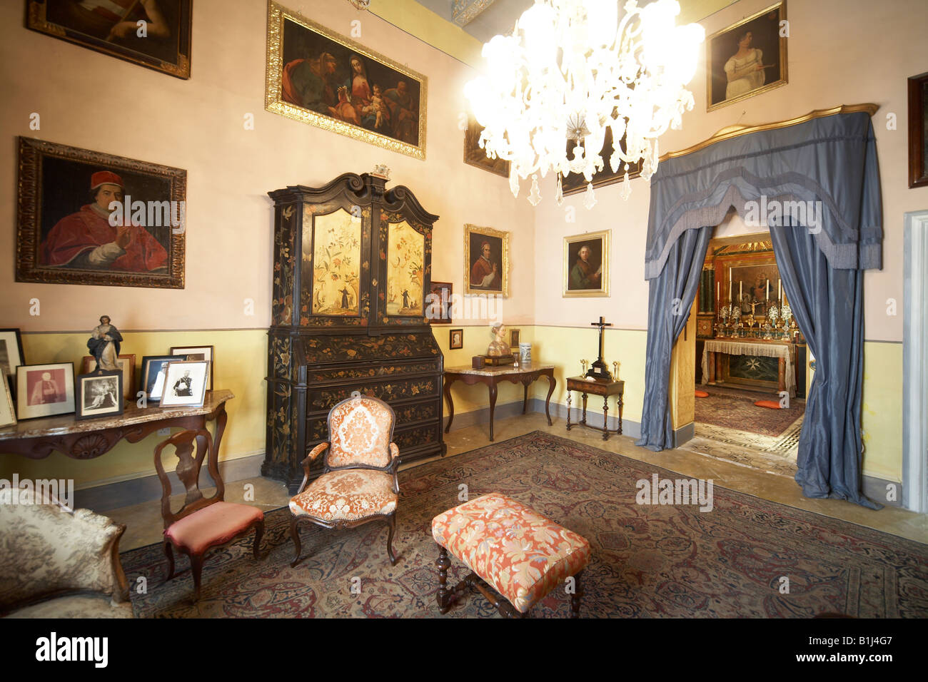 The sala grande drawing room in casa rocca piccola grand for Piccola casa grande garage