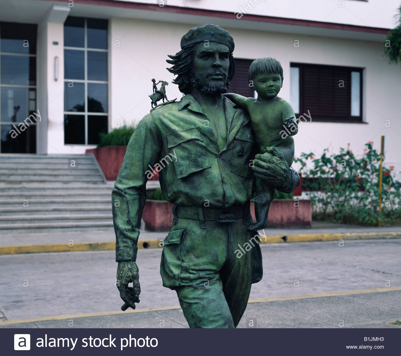 che guevara: hero or villain? essay Che guevara: villain or hero i know most of the basic arguments i just wanted to see regular people would react to the question 2 following.