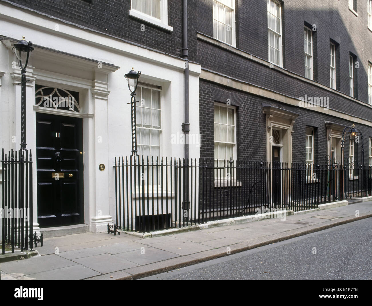 11 downing street door to official residence of chancellor for Front door 10 downing street