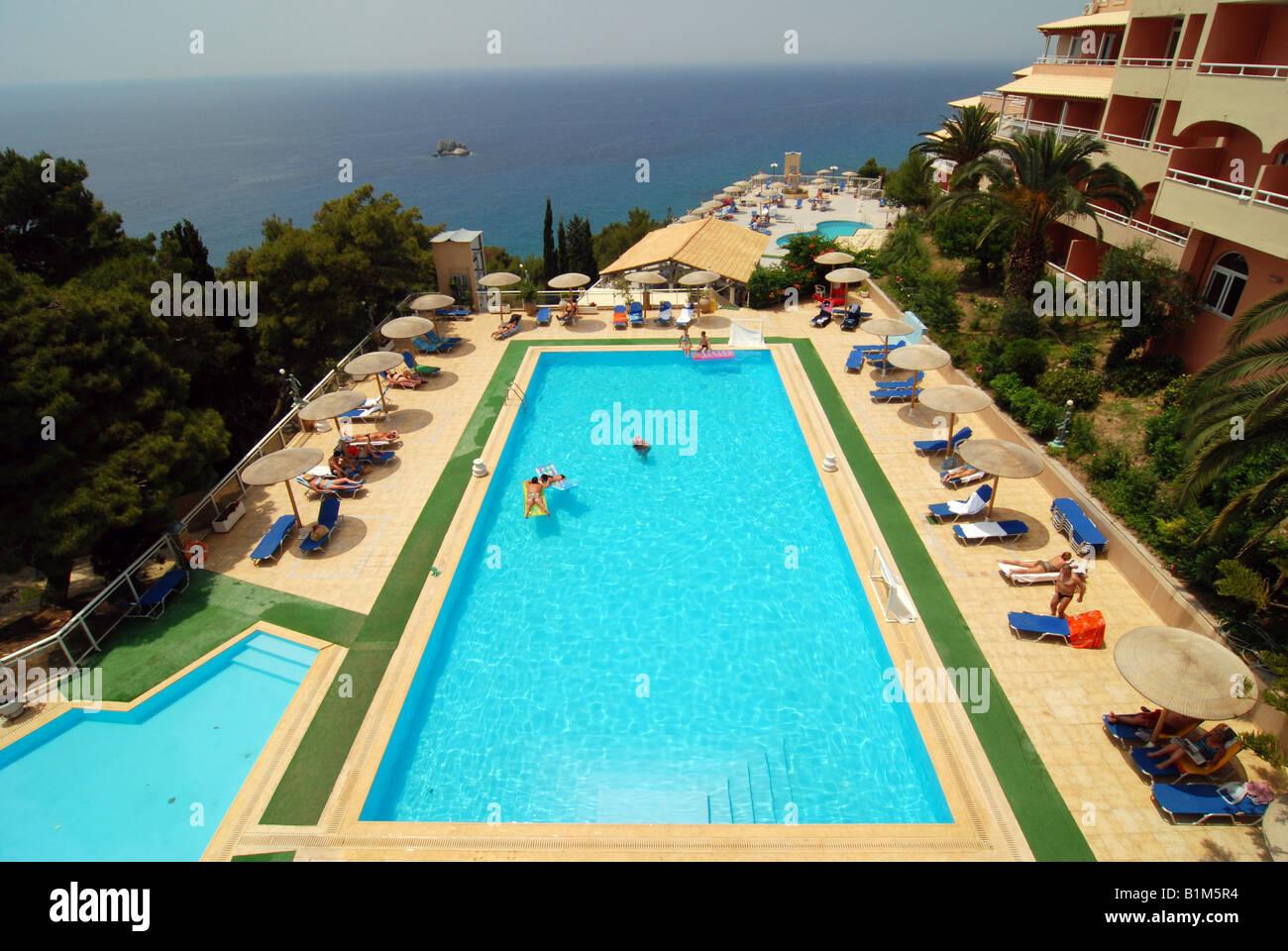 Swimming pool in yaliskari palace hotel golden view for Garten pool korfu 1