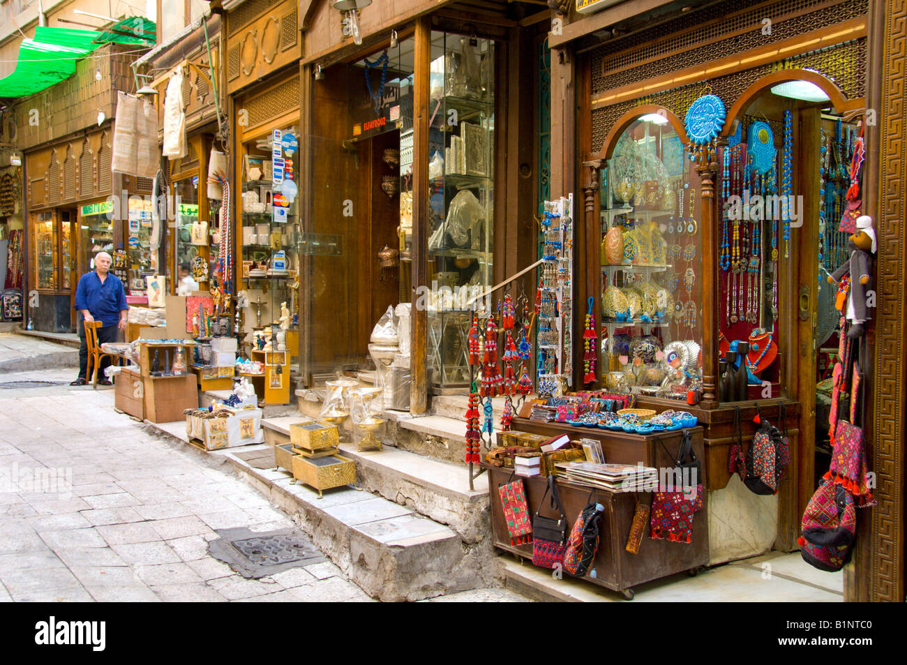 A variety of shops selling souvenirs in the khan el for Shopping in cairo