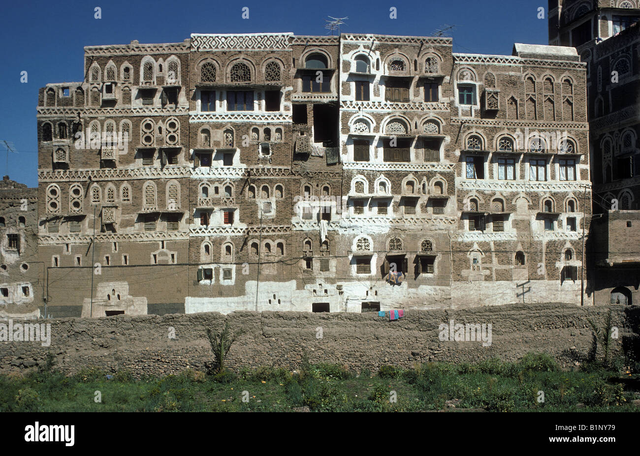 Historic window types - Multistory Houses Of Tradditional Babylonian Style Yemeni Architecture There Are Three Types Of Window Sheet Alabaster
