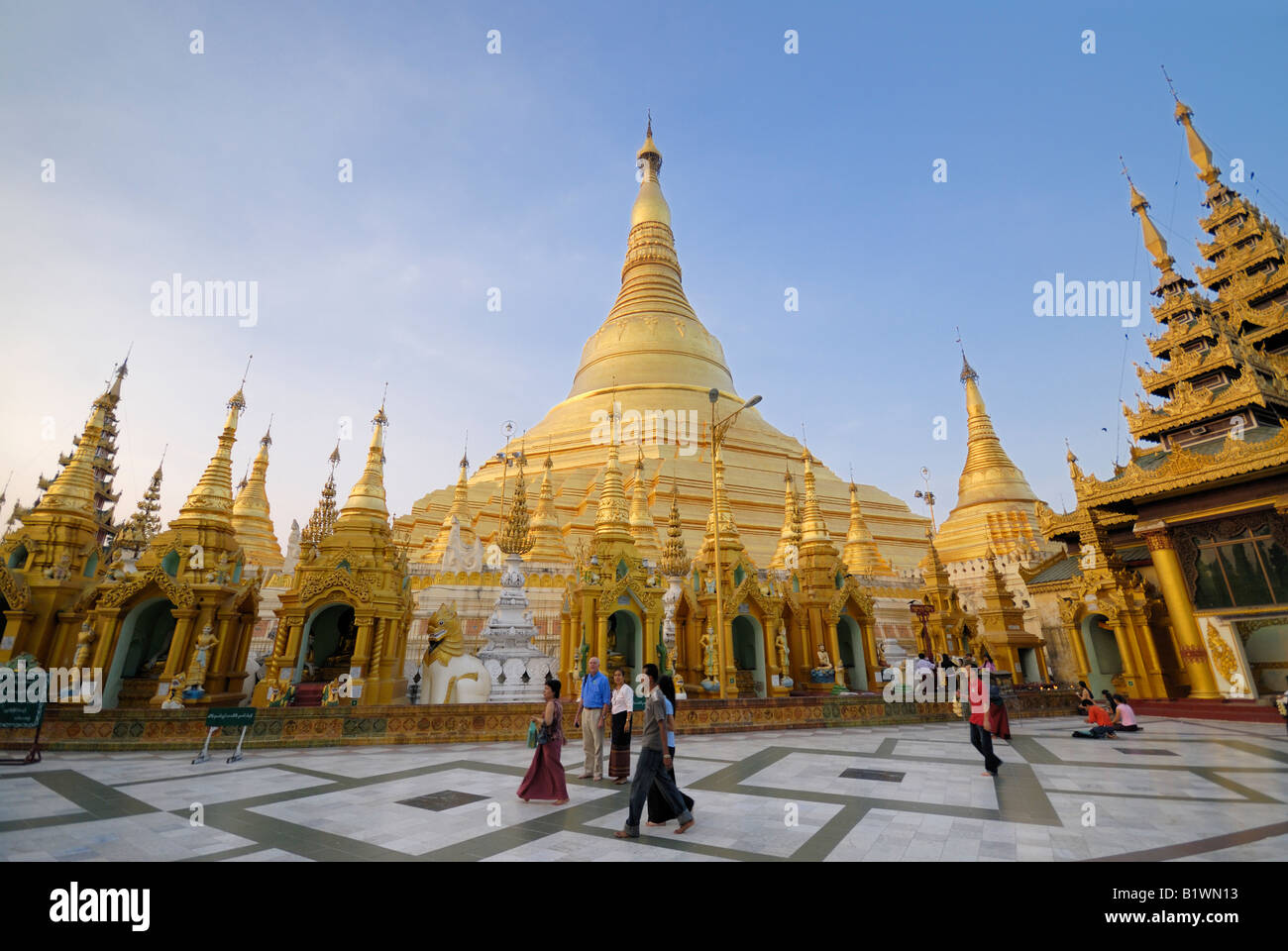 Shwedagone pagoda check out shwedagone pagoda cntravel for Asia famous buildings