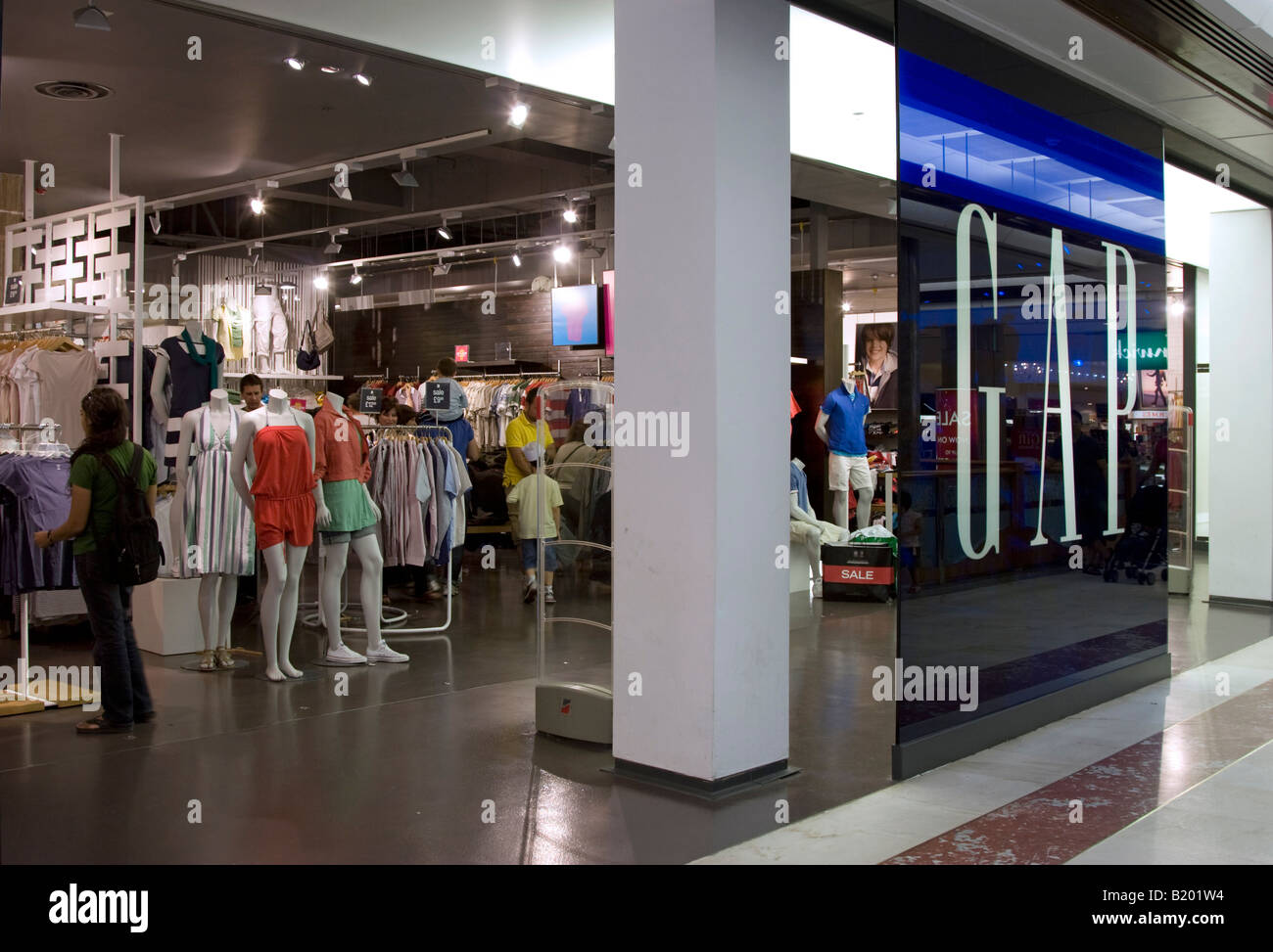 Gap Outlet Save up to 40% on everyday low prices at Gap Outlet. With great-fitting denim in an assortment of styles and washes for men and women, as well as the best in khakis, t-shirts, active wear and accessories, there's always something for everyone at Gap Outlet.