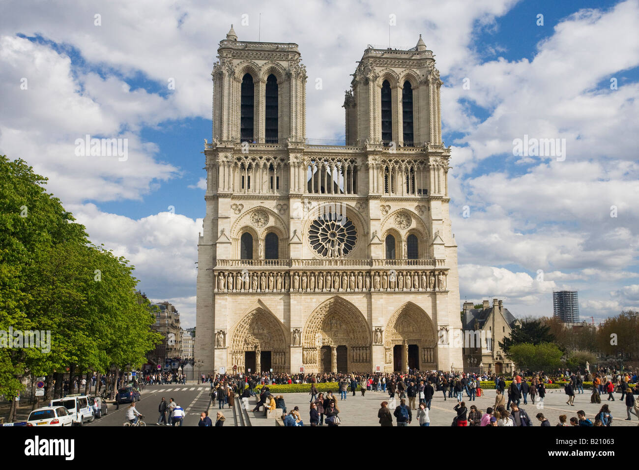 Notre dame cathedral exterior west entrance facade with for Exterior notre dame