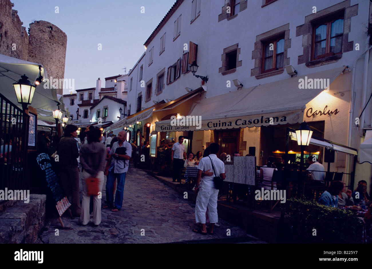 Restaurants in Vila Vella old town with castle Tossa de ...