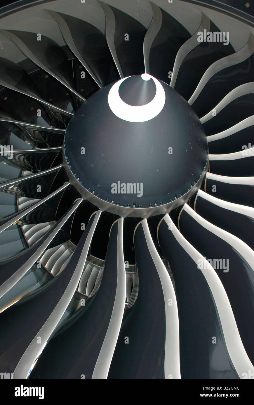 boeing 777 jet engine blades.largest turbofan engine in