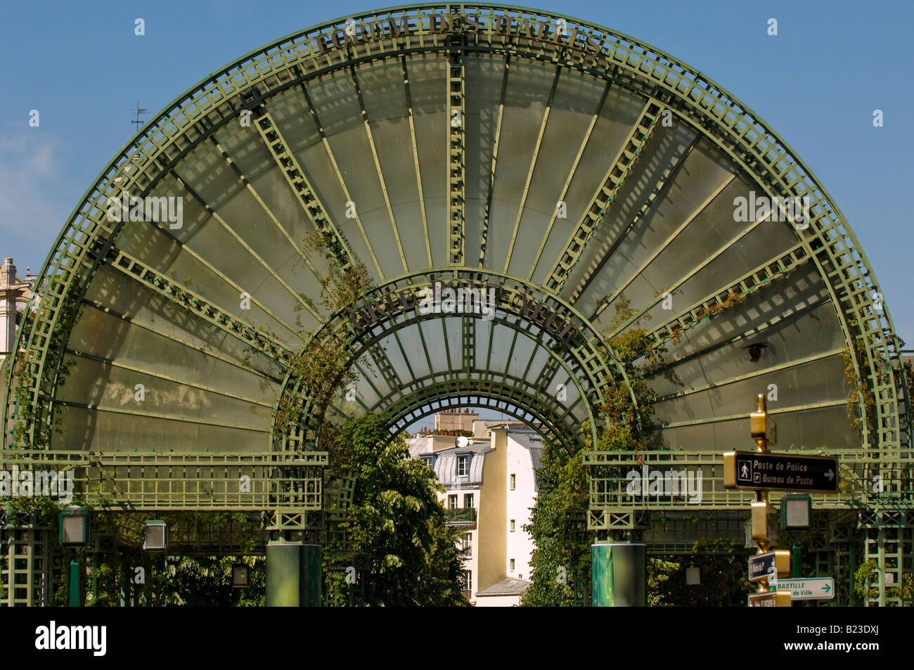 forum des halles shopping center entrance paris stock photo royalty free image 18516474 alamy. Black Bedroom Furniture Sets. Home Design Ideas