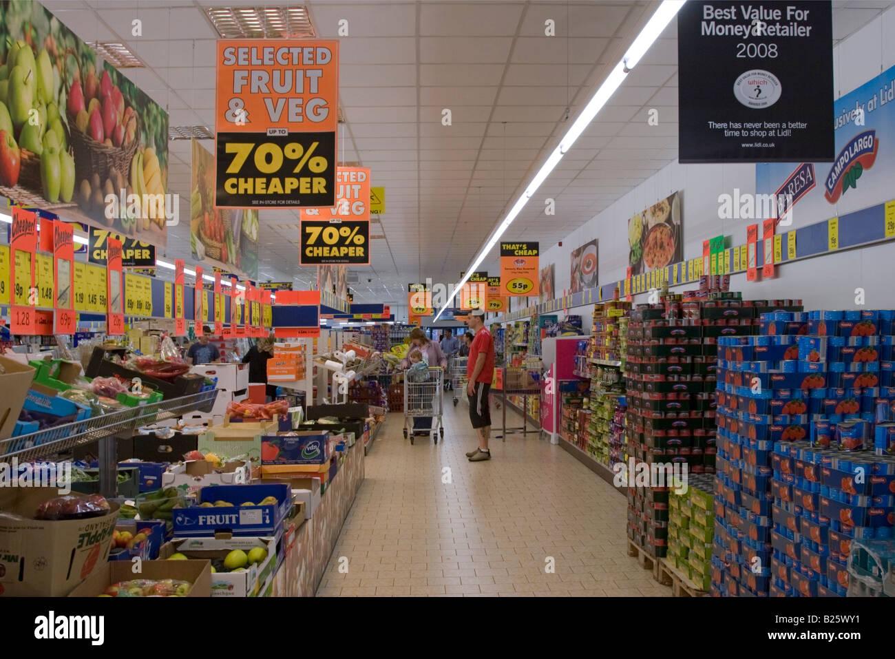 Lidl discount supermarket aylesbury buckinghamshire stock photo royalty free image 18569797 - Mobel discount kassel ...