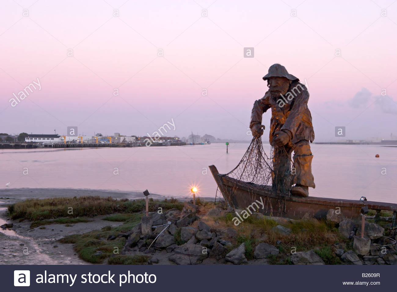 The fisherman statue at woodley island marina eureka for Eureka ca fishing