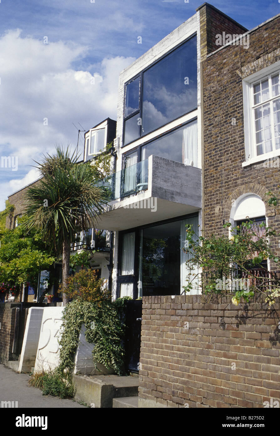 Strand-on-the-green West London Modern House Inserted In Late ... - ^