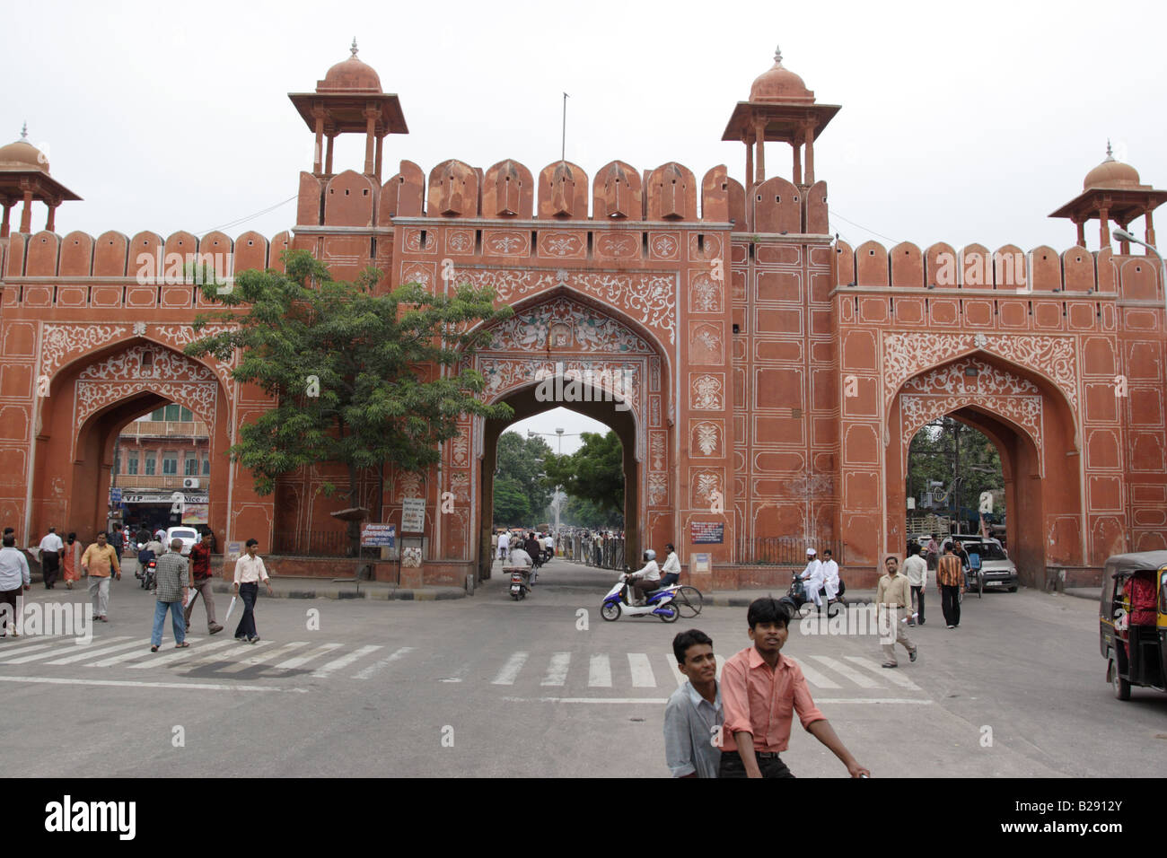Ajmeri gate to pink city in jaipur india jaipur is the for Decor india jaipur