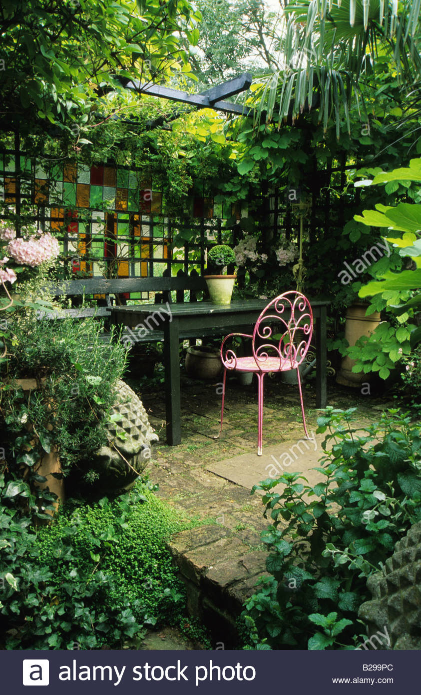 Private Garden London Design Jonathan Baillie Shady Garden Covered Seating  Area Pink Painted Chair