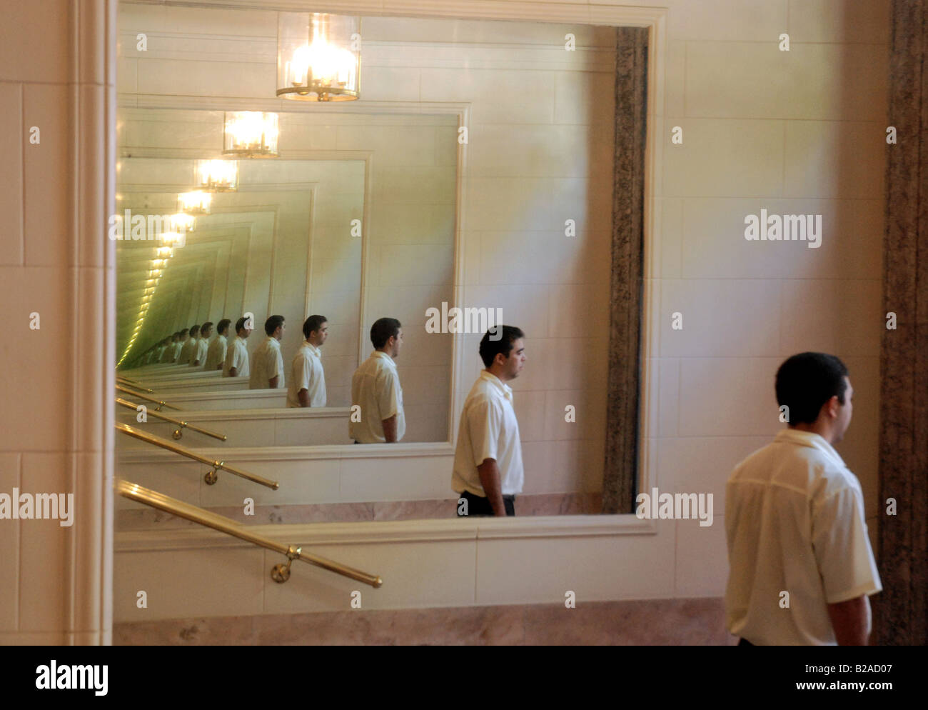 Infinite crystal mirror image reflection stock photo for Reflection miroir