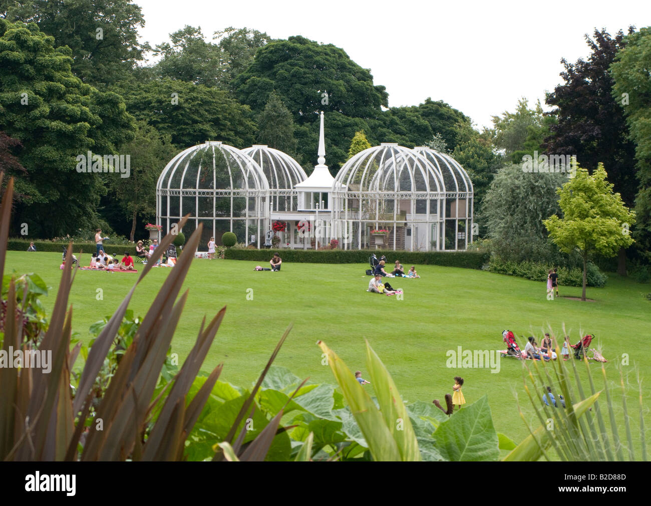Incroyable A View Of The Famous Lawn Aviary At Birmingham Botanical Gardens ENgland UK