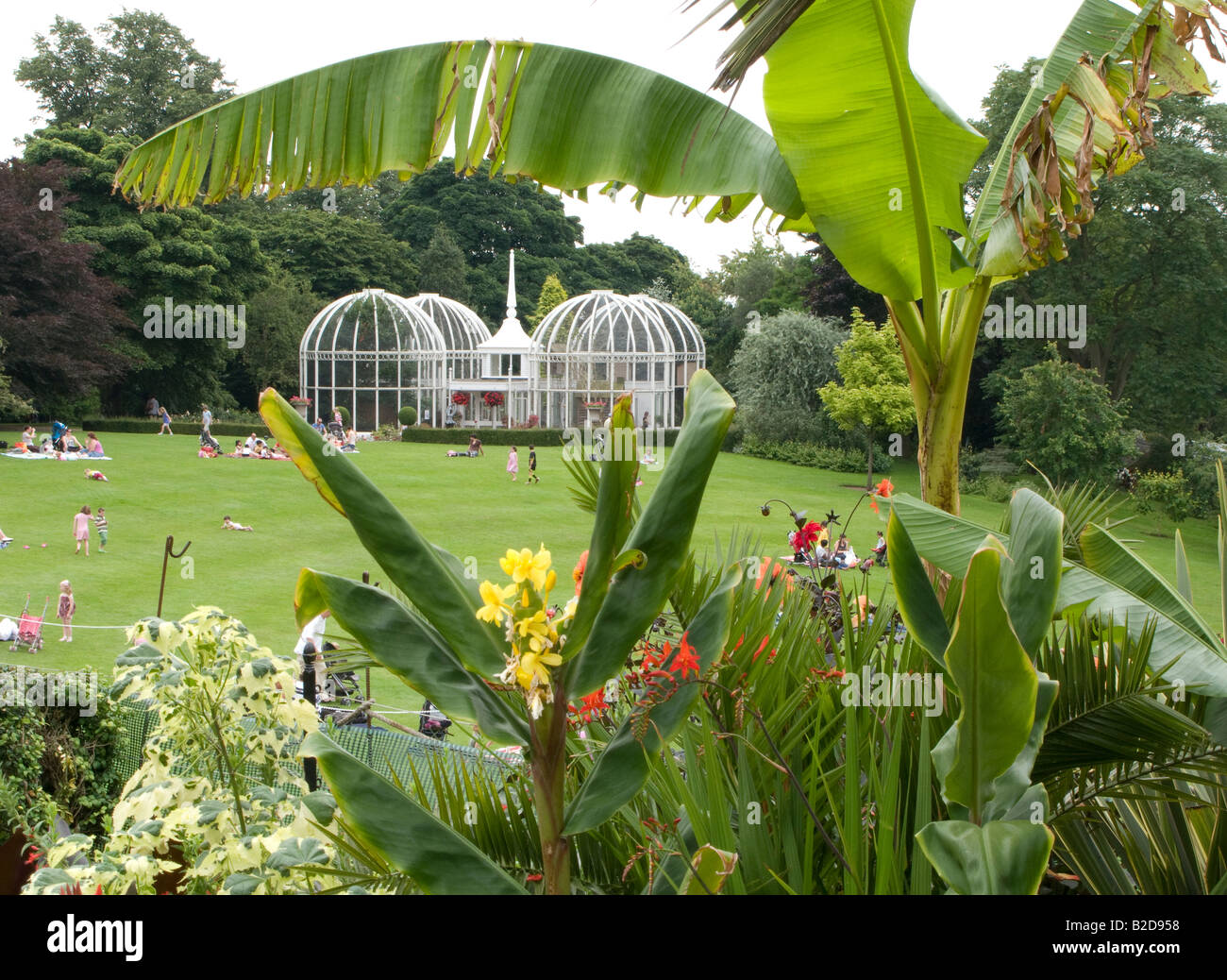 A view of the famous lawn aviary at birmingham botanical gardens stock photo royalty free image for Birmingham botanical gardens birmingham al
