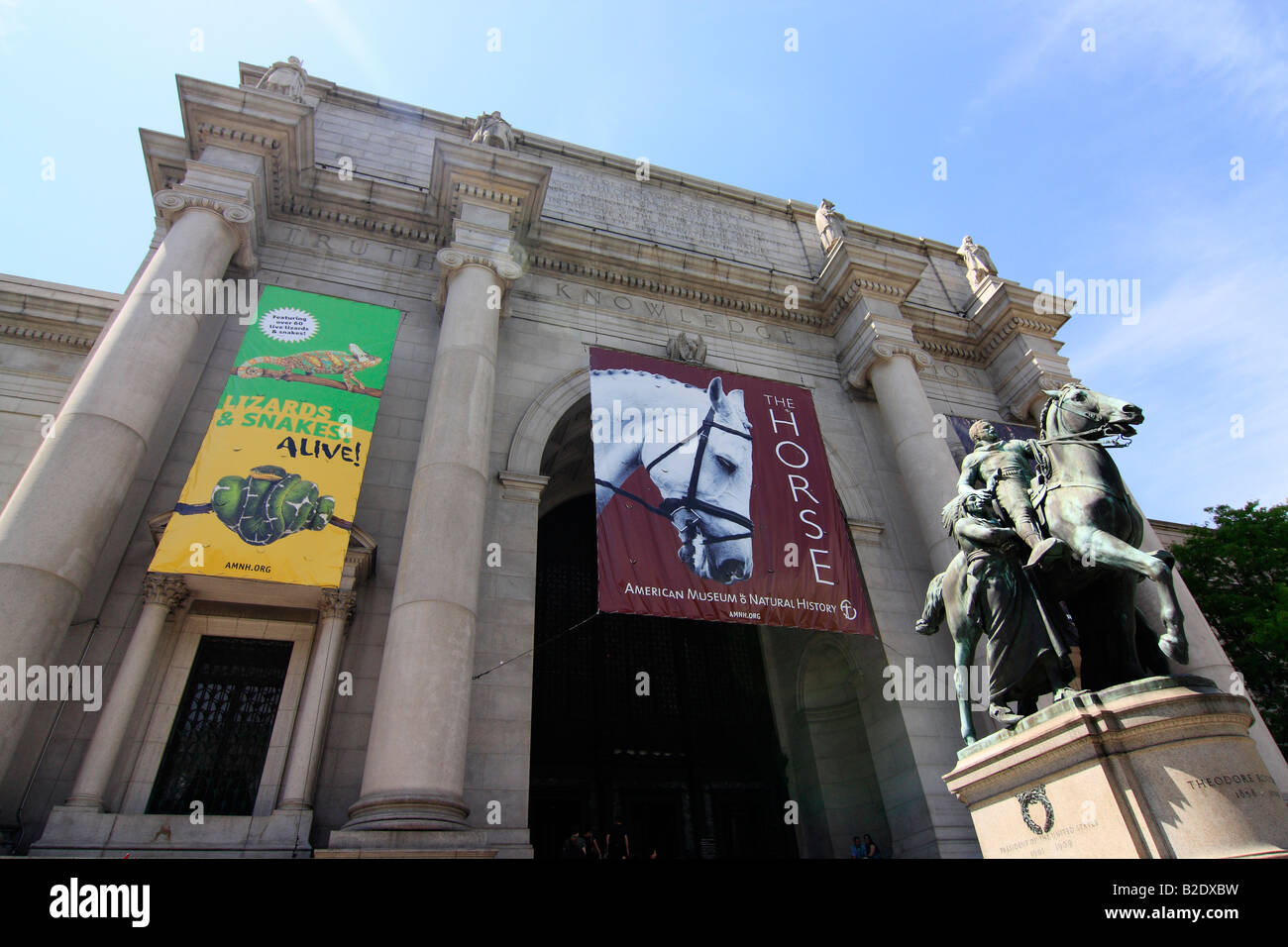 American Museum Of Natural History Main Entrance New York City - Historical museums in usa